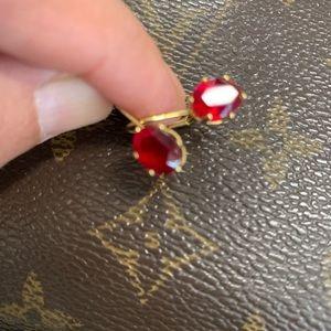 Grandmas red earrings/ruby🌹👌🏻